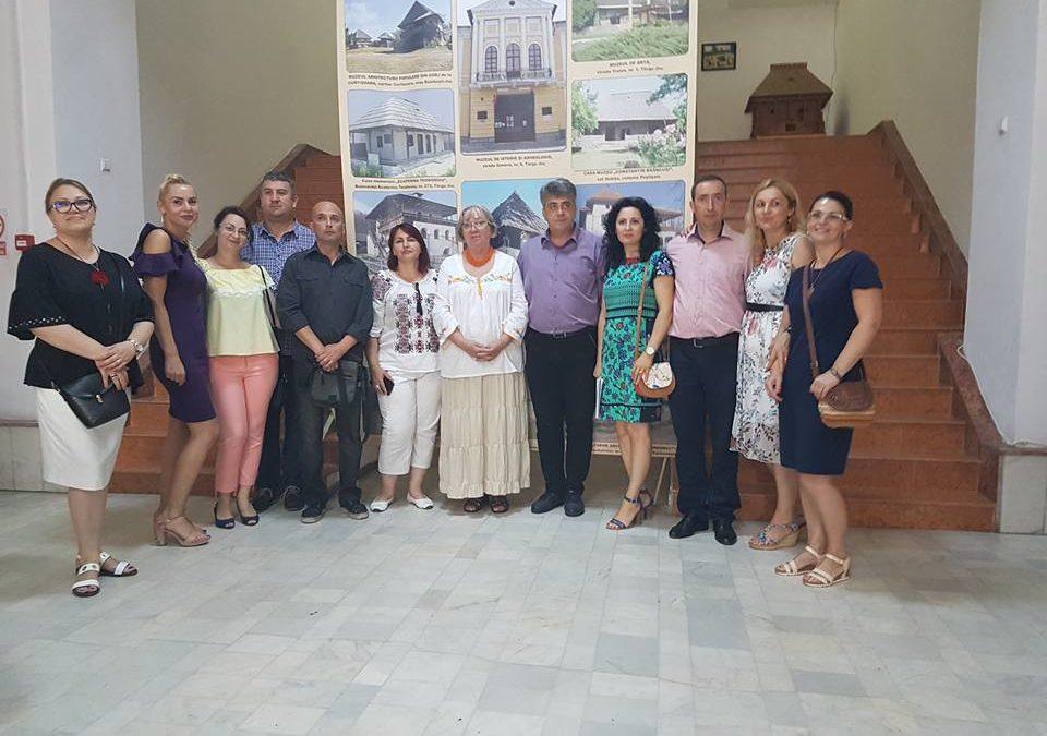 """Expoziția itinerantă """"Sat și societate: 1918-2018"""" la Tg. Jiu"""