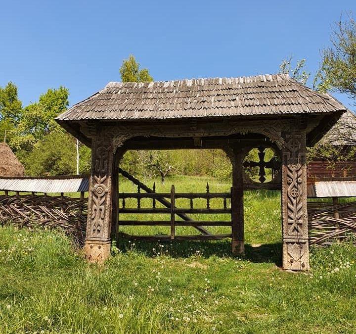 Poarta pe cinci stâlpi – altarul sacru al Maramureșului